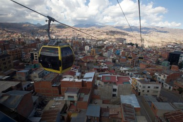 La Paz's Yellow Line. Photo credit: Doppelmayr