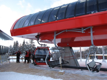 There are 4 chairs for every gondola cabin.
