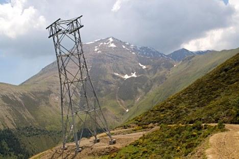 One of three abandoned 3S towers.  Photo credit: Sergio Macias on Panoramio.