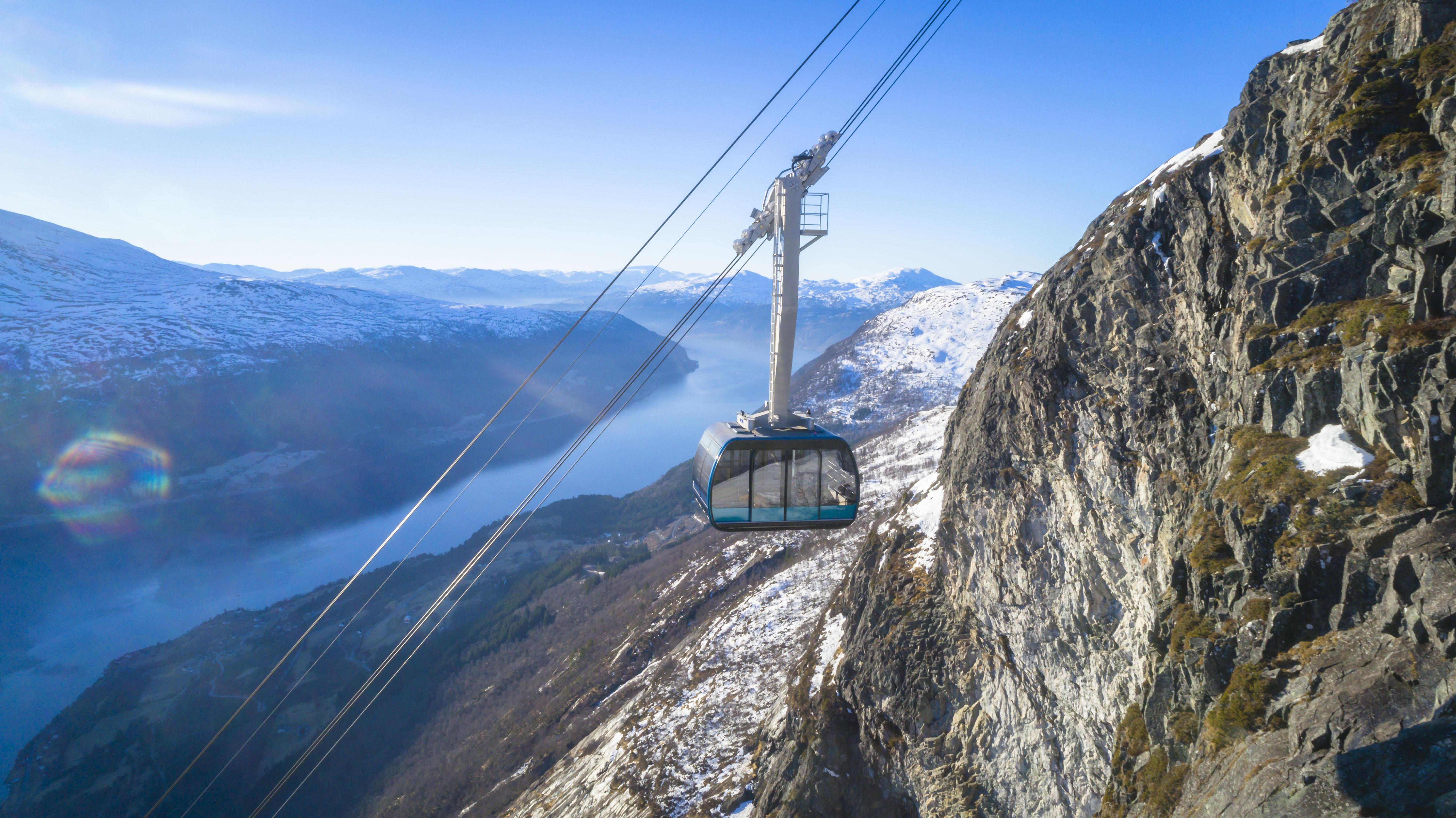 Cable-Car-Loen-Skylift.-Photo_-Lars-Korvald